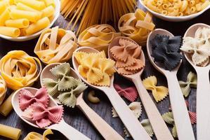 färgglad pasta foto