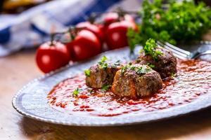 köttbullar. italienska och medelhavsmat. köttbollar med s