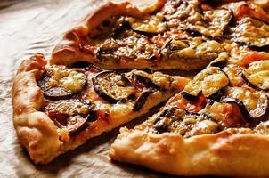 pizza med aubergine foto