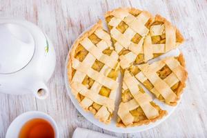 hemlagad äppelpaj, efterrätt redo att äta foto
