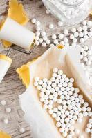 ingredienser för degbotten för quiche, syrlig. foto