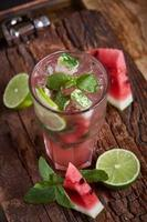 hemlagad vattenmelon limonad foto