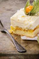 tårta med tropiska frukter foto