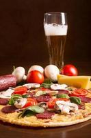 välsmakande italiensk pizza foto