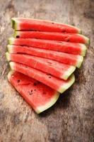 läcker, saftig vattenmelon på bordet foto