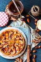 syrlig med päronsylt, äpplen och karamell foto