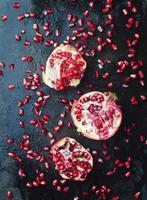 granatäpplen foto