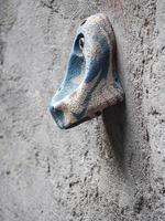 färgglad sten på klippvägg foto