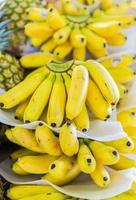 tropiska bananer till salu foto
