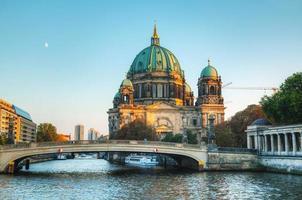 berliner dom katedral på kvällen
