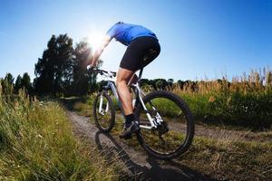 ridning mountainbike foto