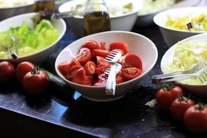 skivor av tomater