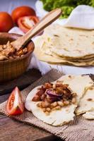 majs tortilla med bacon foto