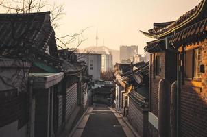 """Bukchon hanok"" historiska distrikt foto"