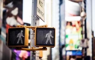fortsätt att gå New York trafikskylt foto