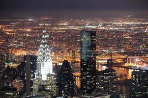 chrysler byggnad i manhattan new york city på natten foto