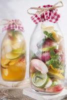 infusion av t persika och citron foto