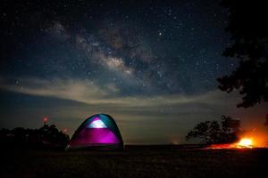 camping under det mjölkiga sättet foto