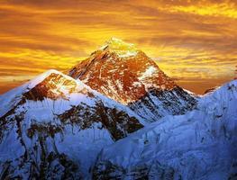 kväll färgad utsikt över Everest från Kala Patthar - Nepal foto