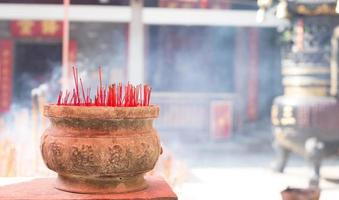 brinnande kinesisk rökelse foto