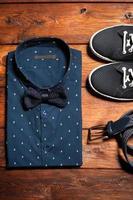 mans samling av kläder i casual stil foto
