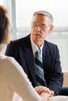 prata med kvinnlig patient foto