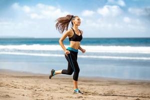 kvinnlig löpare jogging foto