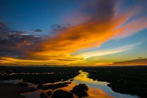 solnedgång och reflektion