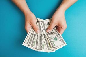 räknar pengar foto