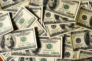 pengar högen $ 100 dollar räkningar