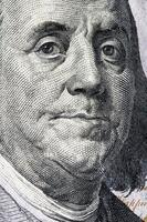 detalj av benjamin franklin på oss pengar foto