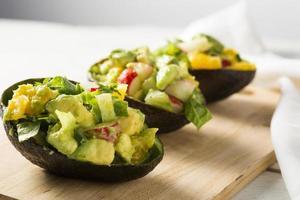 återuppfunnit guacamike skivor avokadosallad foto