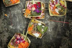 canang, ett balinesiskt erbjudande till gudarna foto