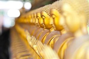 gyllene buddha staty foto