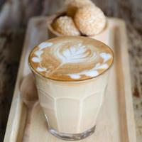 latte art kaffe och godisäggsvan
