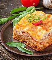 klassisk lasagne med bolognese sås foto