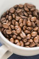 rostad kaffebönor foto