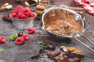 att göra chokladkaka foto