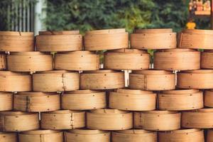 kinesisk bambustångare för ångande kinesisk mat foto