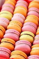 franska färgglada macarons bakgrund foto