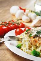 pasta med stekt kyckling