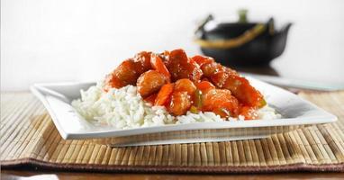 kinesisk mat - söt och sur kyckling foto