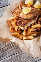 fisk och pommes frites. foto