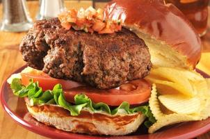 tjock hamburgare foto