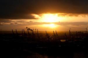 industriell solnedgång foto