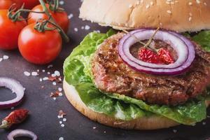 hemlagad hamburgare matlagning foto