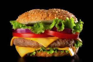 hamburgare på svart bakgrund foto