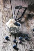 glass med blåbär foto