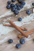 läcker blåbär och banansmoothie till frukost foto