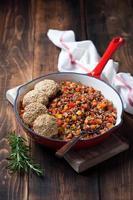 rött ris med grönsaker foto